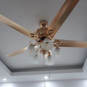 Quạt trần trang trí cánh sắt 1535SJT/AC là sự kết hợp hoàn hảo giữa quạt mát và đèn chiếu sáng.